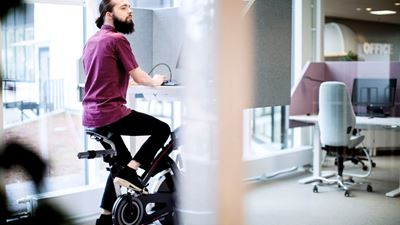 An office workers uses a spinning machine while working at his desk. Photo/illustration: Erik Mårtensson